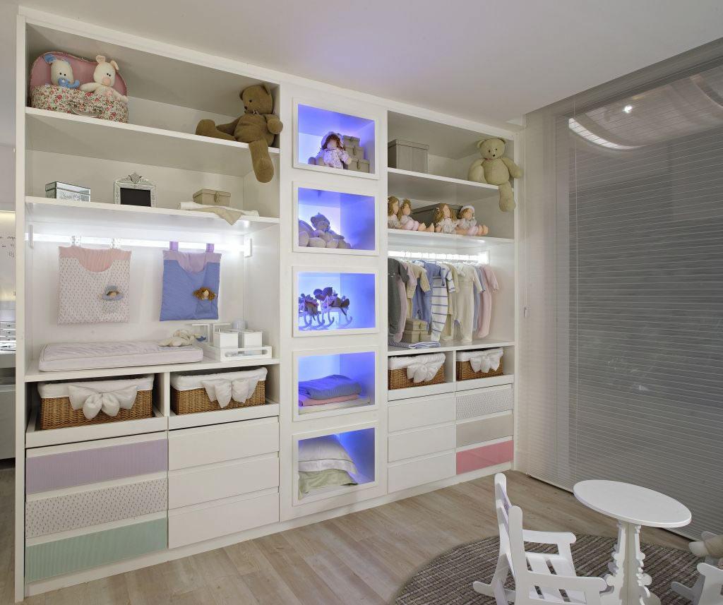 Luzes indiretas dão charme especial aos armários - Cleon Gostinski