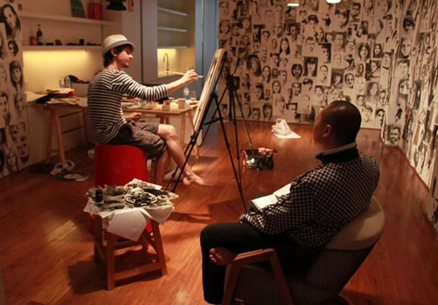 O artista russo que vive sem dinheiro trocando retratos 2