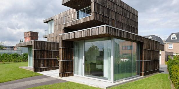 singularidade subestimada - casa construída principalmente a partir de materiais de demolição