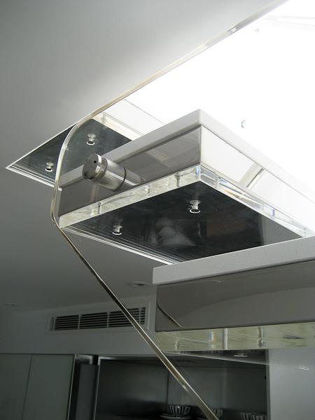 Escadas suspensas criar um efeito flutuante por ser aparentemente suspensa no ar