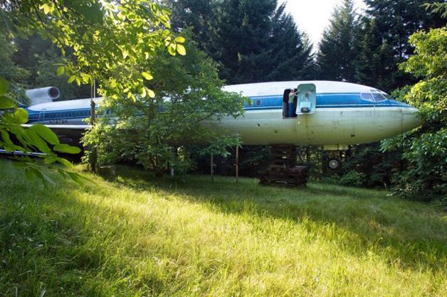 Homem inova em tranasformar uma avião em sua casa