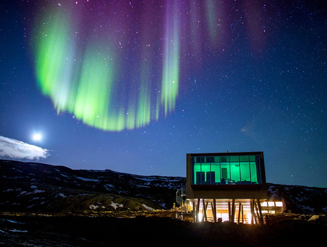 Hotel sustentável na Islândia oferece vista privilegiada para Aurora Boreal