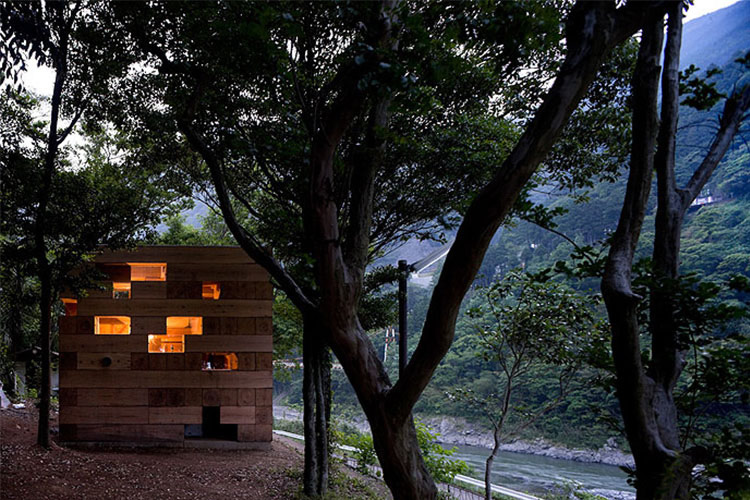 Casa de madeira empilhada